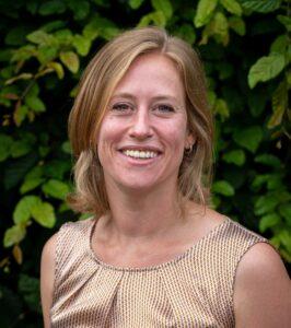 Lonneke werkt op maandag, dinsdag en woensdag. Zij is te bereiken op: l.lucassen@dehasselbraam.nl